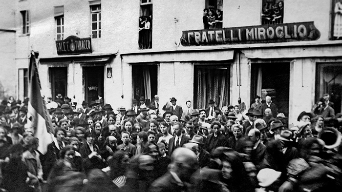 Il negozio tessuti Miroglio, Piazza Risorgimento (Archivio Buccolo)