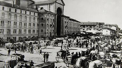 Piazza San Paolo, il mercato delle uve, 1930 (Archivio Buccolo)