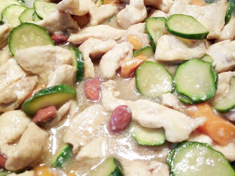 pollo alle mandorle e verdure