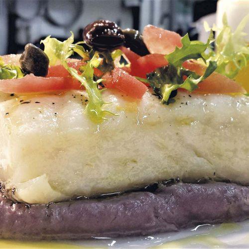 Morro Cotto a Bassa Temperatura Su Purea di Patate viola Olive Taggiasche di Maurizio Urso