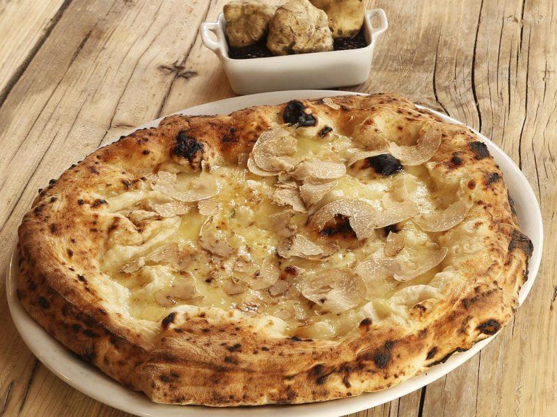 Pizza oro bianco con tartufo