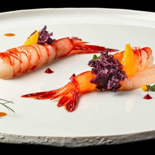 Gambero viola con ricciola marinata agli agrumi e salsa di ricci