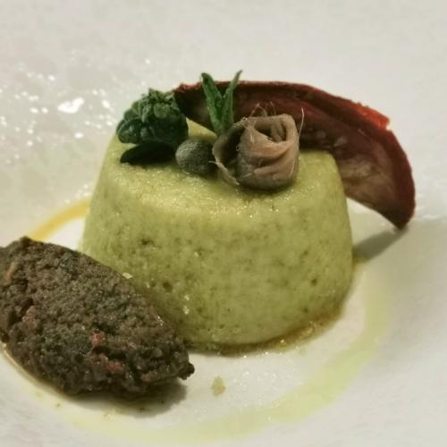 Flan di ricotta con tapenade di olive e pomodoro secco