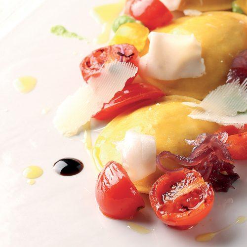 Panciotti con finferli e fontina DOP, lardo, pomodorini e balsamico
