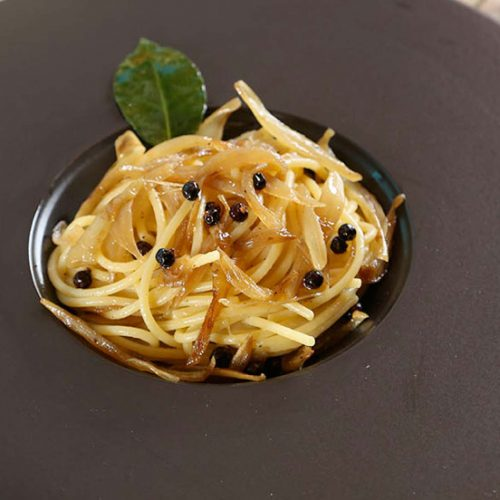spaghetti-alla-cipolla-dorata