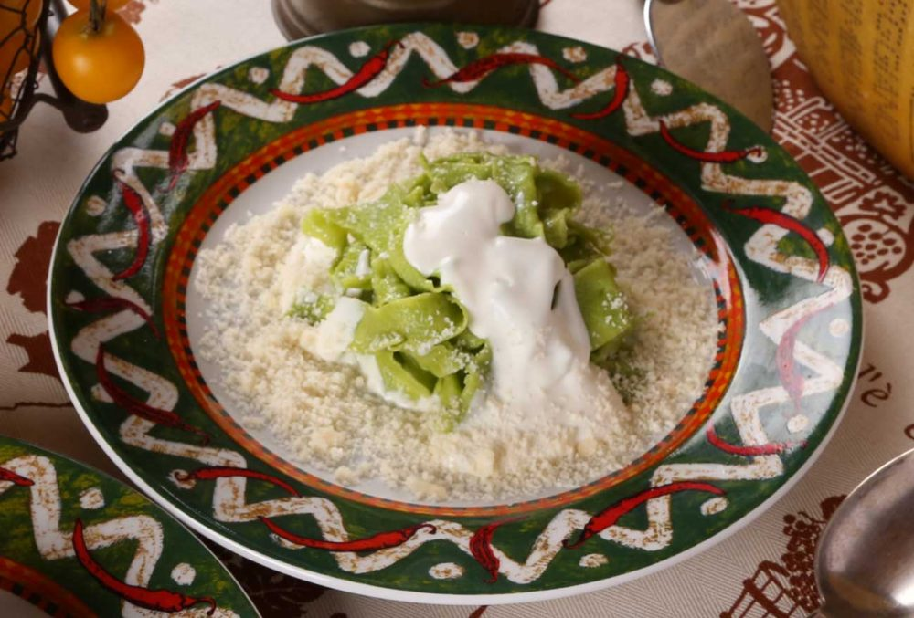 Tagliatelle verdi allo Squacquerone e Parmigiano Reggiano