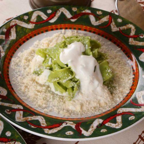Tagliatelle verdi allo squacquerone e parmigiano