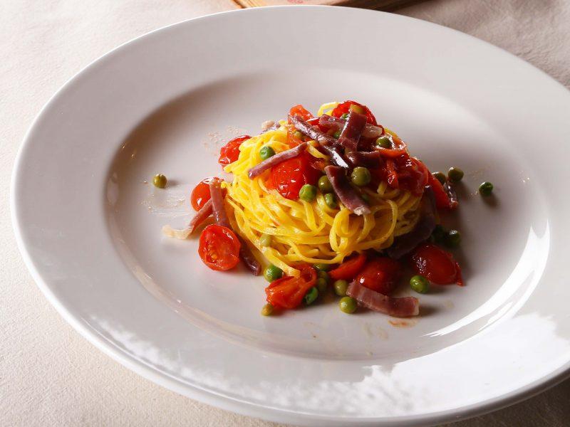 Tagliolini-Pomodorini,-Prosciutto-crudo-e-Piselli